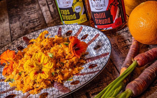 Karottensalat mit Kräutern und Blüten - Karottensalat - Rezepte mit den Ölfreunden